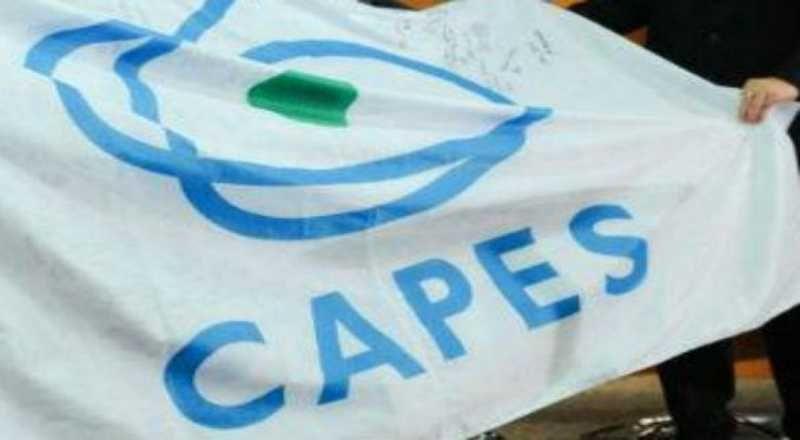 Capes anuncia bloqueio de 2,7 mil bolsas de MESTRADO e DOUTORADO encerrando pesquisas e congelará bolsas de outros 330 programas por nota baixa!