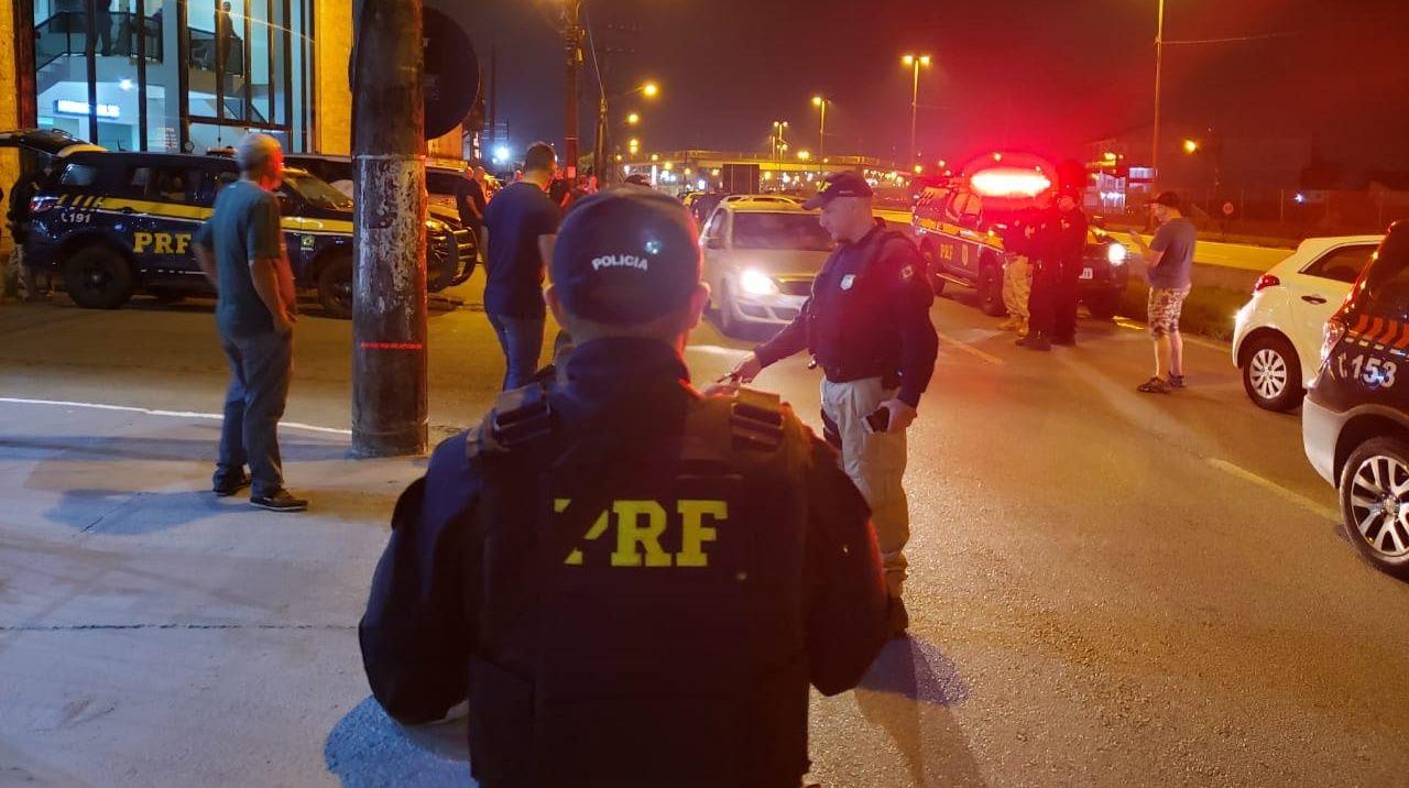 CONTINUAM arriscando: Em apenas 3 horas, PRF flagra 35 motoristas embriagados na BR-101