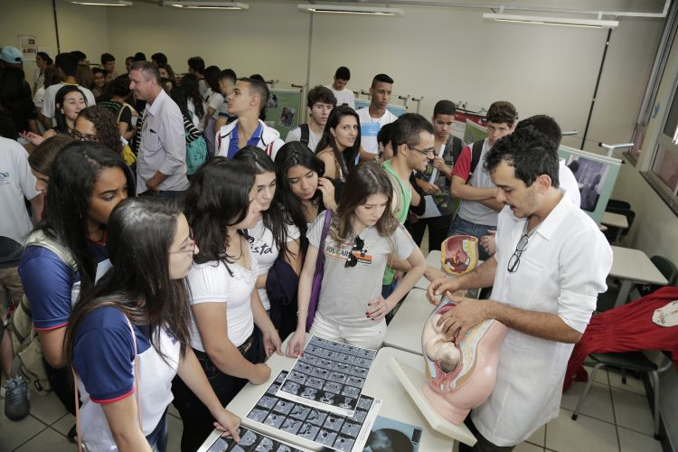 Escolas podem se inscrever para estudantes do Ensino Médio conhecerem a UFMG, a antiga Mostra das Profissões
